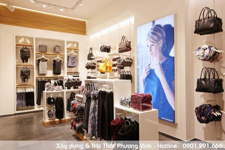 Cửa hàng chị Trang rất đa dạng về mẫu mã thời trang nên có nhiều phương án thiết kế giá treo, kệ để đồ được sử dụng
