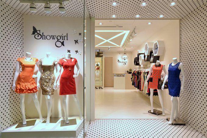 Trẻ trung, nữ tính là đặc điểm nổi bất của mẫu thiết kế nội thất cửa hàng quần áo nữ của chị Nhung tại Hải Phòng