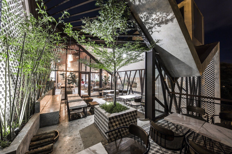 Mẫu thiết kế quán cafe sân vườn đẹp hòa hợp với thiên nhiên
