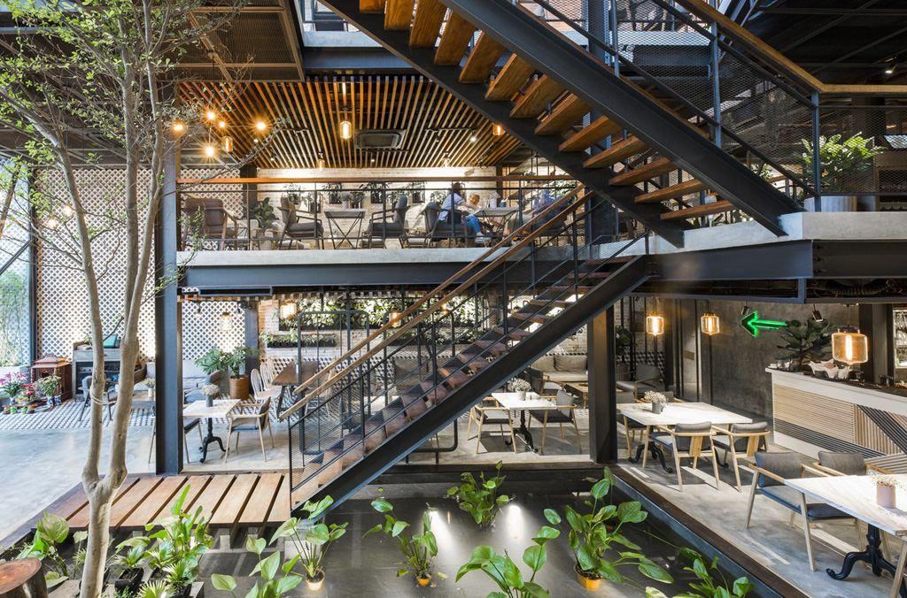 Mẫu Thiết kế cầu thang quán cafe sân vườn đẹp