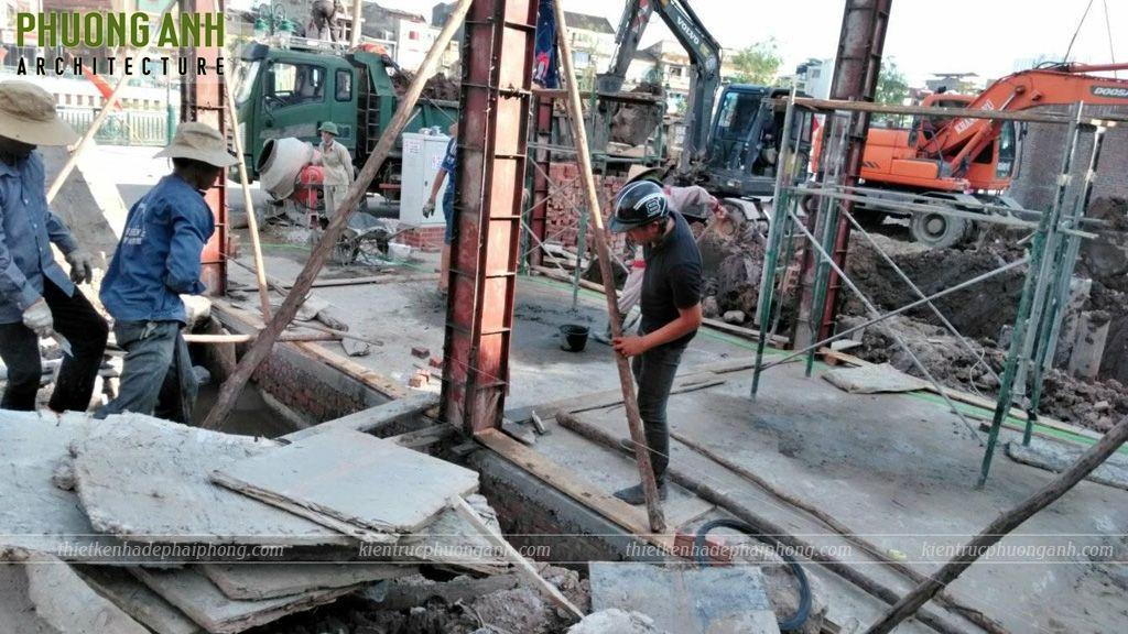 Đổ cột tầng 1 công trình xây trọn gói bên bờ hồ Tam Bạc