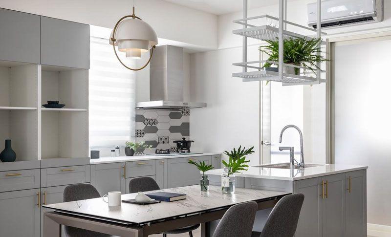 Phòng bếp ăn được kết hợp hài hòa với phong cách hiện đại sang trọng